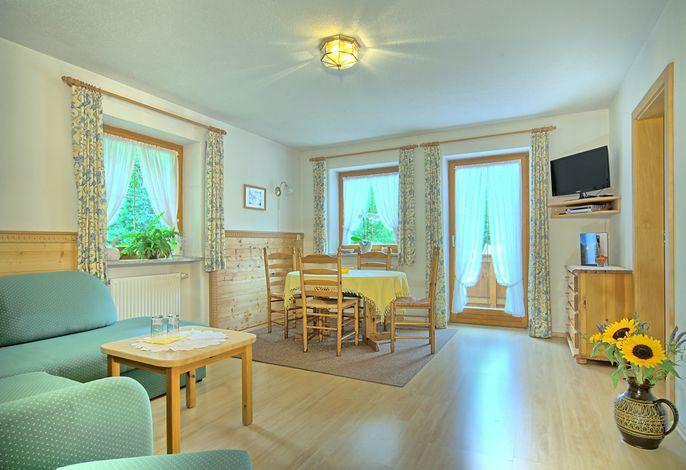 Wohnzimmer mit Essecke.jpg