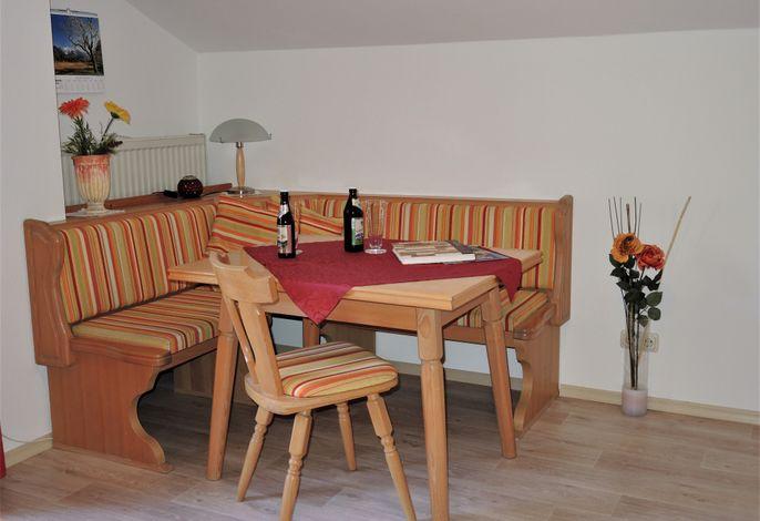 Wohnraum mit Essecke, Balkon Wohnung 3