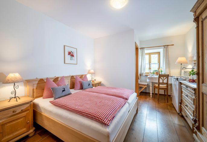 Doppelzimmer mit kleiner Küche