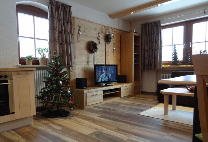Wohn-Essbereich, neu renoviert und mit Altholz ausgestattet