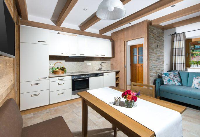 Die Wohnküche in der Ferienwohnung Untersberg