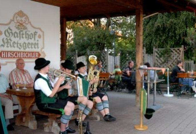 Musik vor dem Gasthof