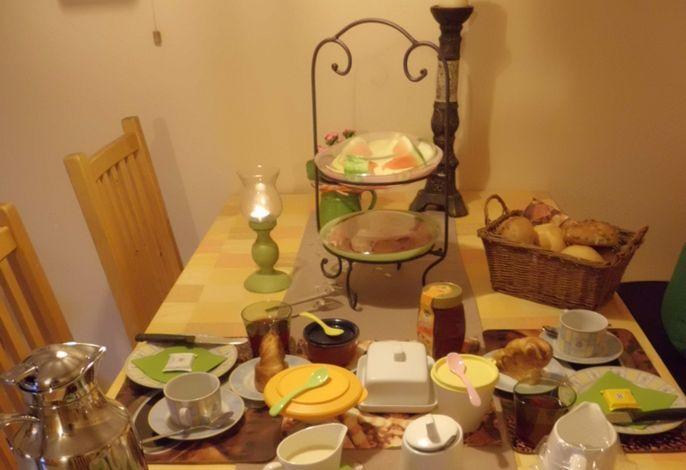 gedeckter Frühstücktstisch