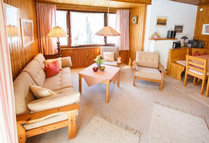 Wohnzimmer mit Essecke der Wohnung 2 (OG)