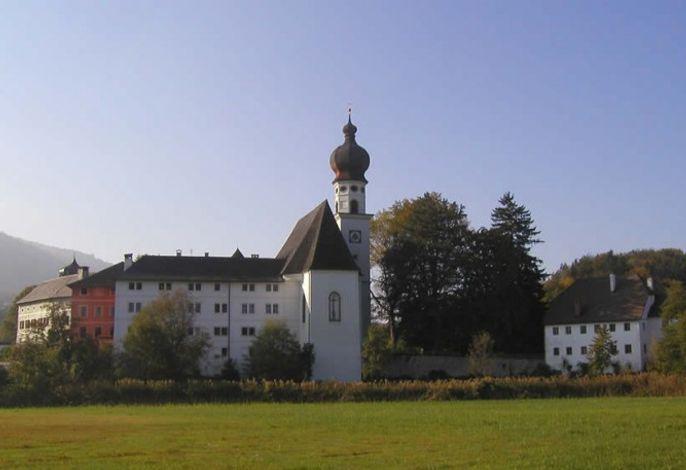 Zum Kloster Höglwörth und Klostergaststätte nur 5 Gehminuten