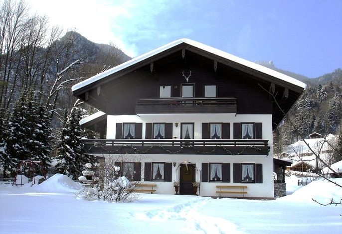 Hausansicht Ferienwohnung 2 und 3 im Winter