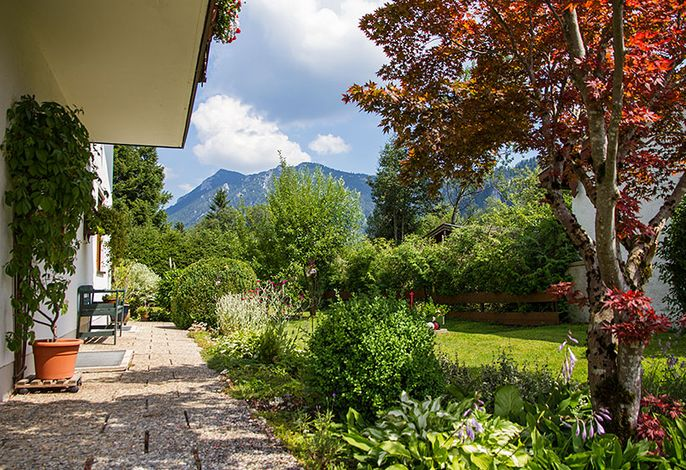 Side view from the house with a view of the Hochstaufen