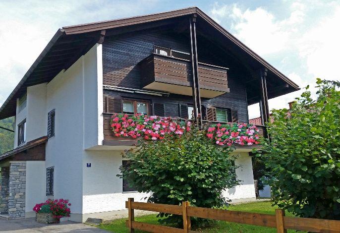 Haus am Wiesengrund im Sommer.jpg