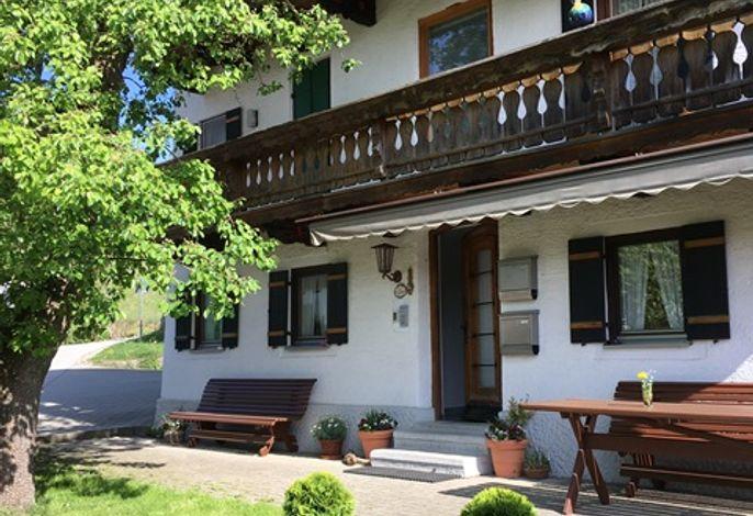 Das Haus Oberlechner liegt idyllisch gelegen am Angerer Kirchberg!