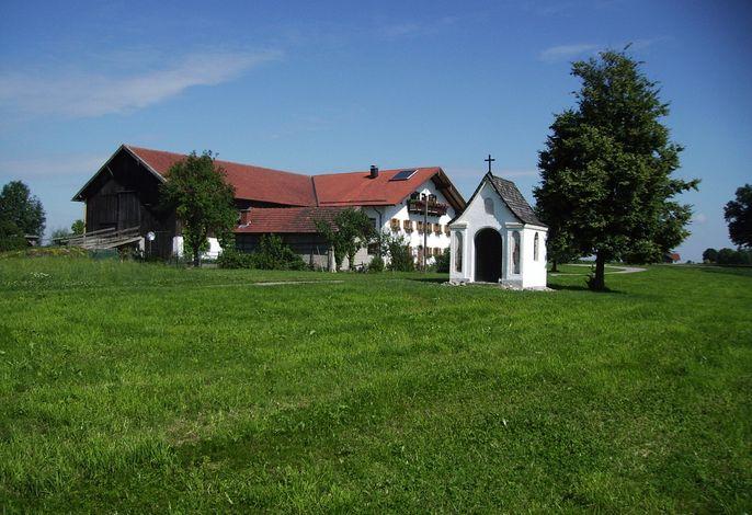 Außenansicht Öderhof mit Kapelle