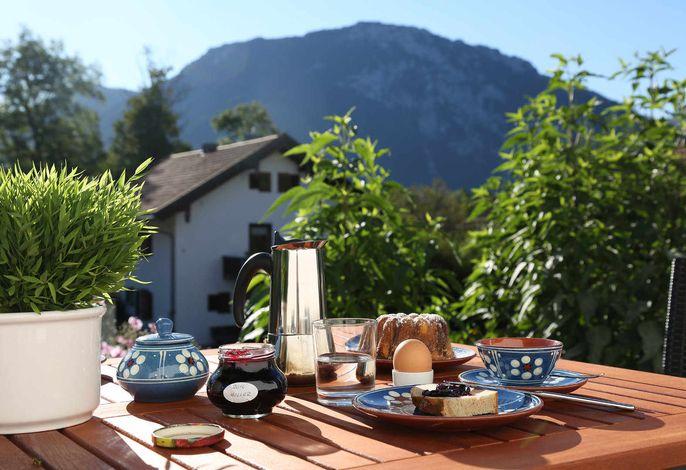 Frühstück mit Bergblick