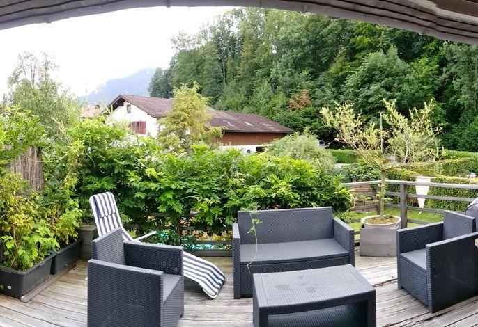 Terrasse mit Garten-Lounge Möbeln