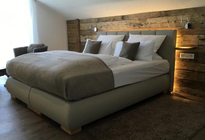 Schlafzimmer 1  b. Wellnessbad