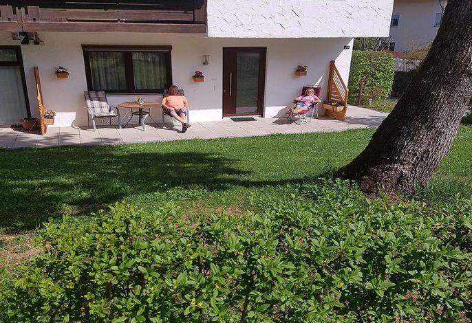 Terrasse mit Eingang 2