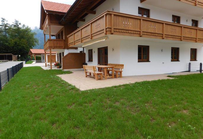 Erdgeschoßwohnung mit möblierter Terrasse