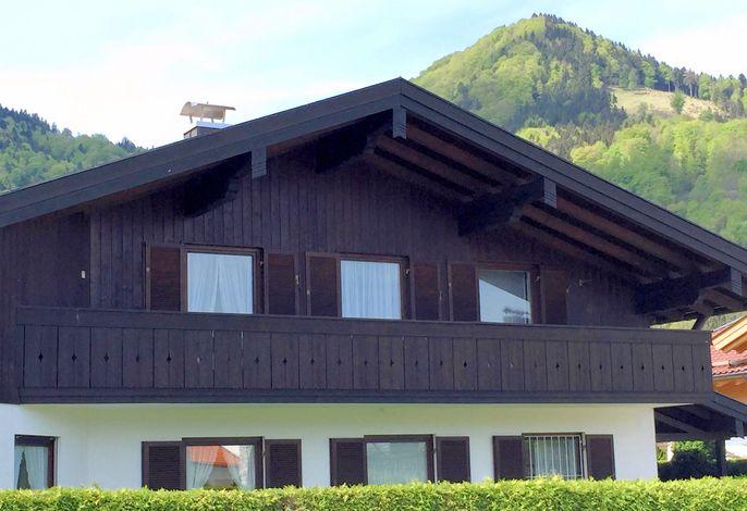 Hausbild mit Balkon der Ferienwohnung