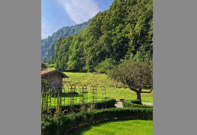 Cuka Designhome mit Garten