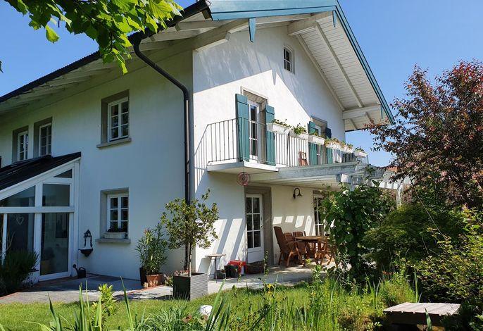 Haus und Balkon von Süden
