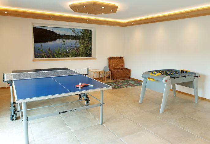Spieleecke mit Tischtennis und Tischkicker