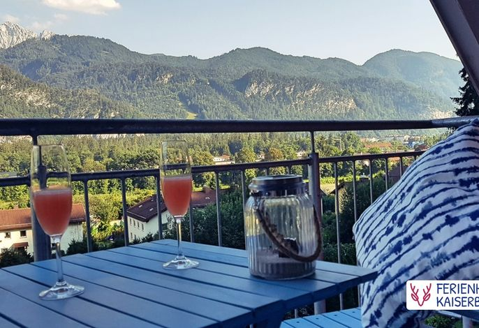 1 Balkon mit Blick aufs Kaisergebirge.jpg