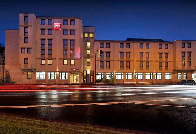 ibis Bremen City - Außenansicht bei Nacht