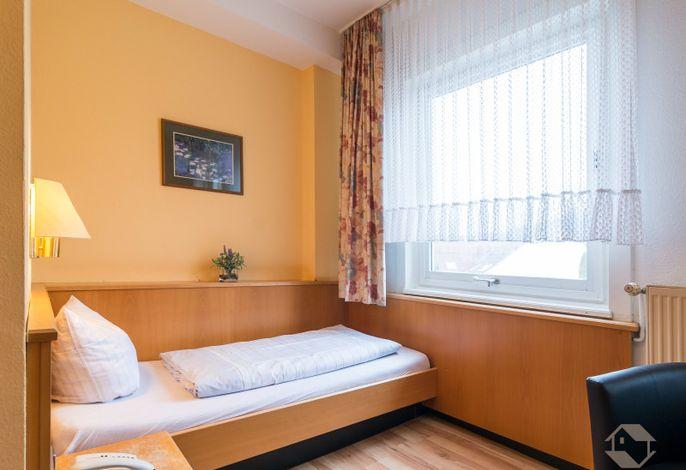 Hotel Kull von Schmidsfelden, (Bad Herrenalb), LHS01580