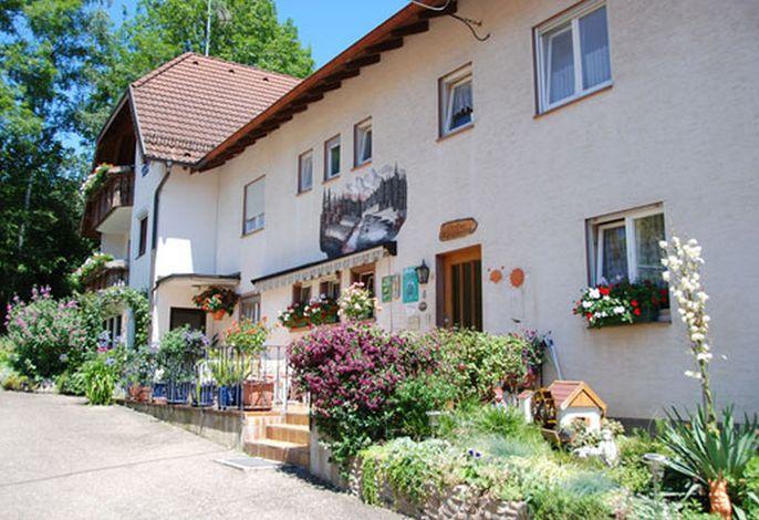 Haus_vorne_2.jpg