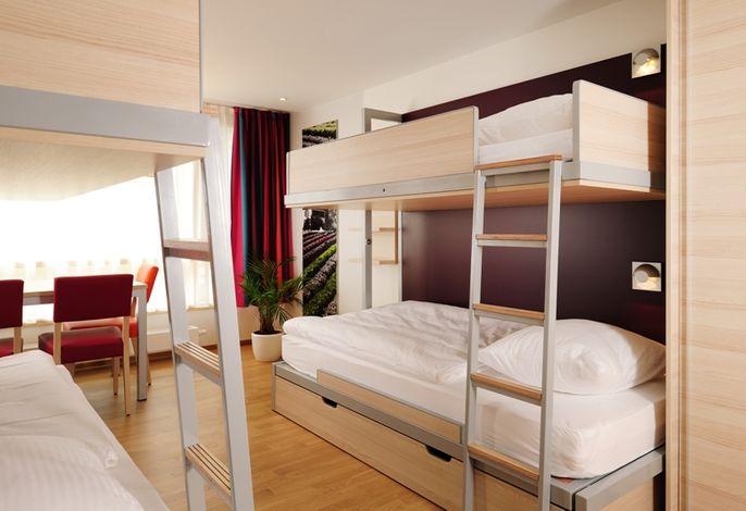 Zimmeransicht mit Etagenbetten
