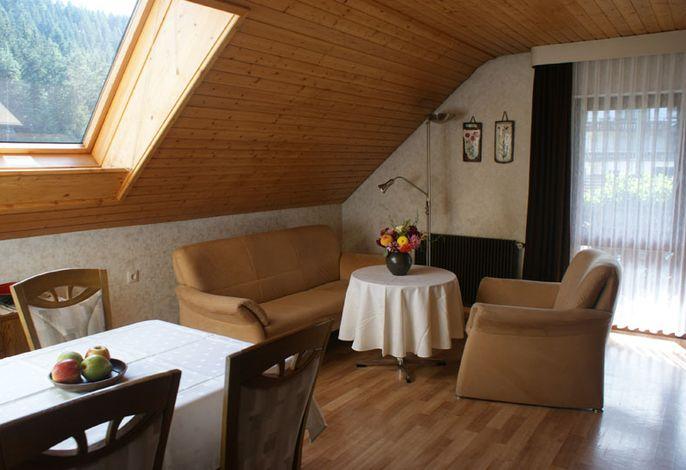 Wohn/Schlafzimmer mit Balkonzugang