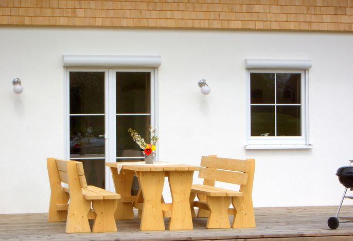 Vom Wohnzimmer aus können Sie bequem über Ihre Terrasse in den großen Garten