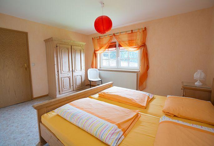 Schlafzimmer 1 mit Schrank