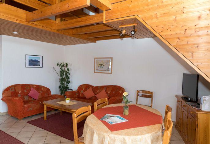 Wohnraum mit Flachbild-TV in Wohnung 4