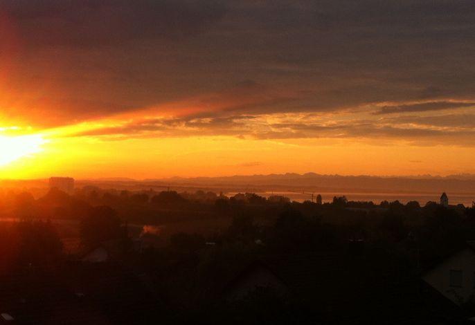 Sonnenaufgang, Ausblick von Terrasse und Balkon