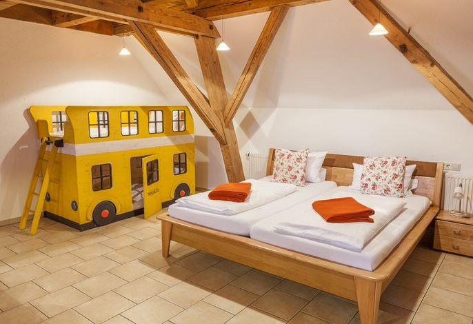 Studio Elternbett & Kinderbett