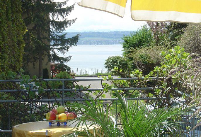 Balkon und See