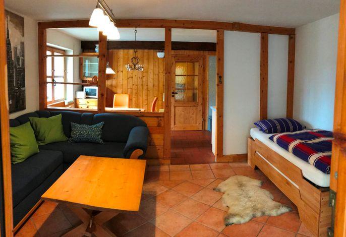 Loggia_Wohnzimmer mit Einzelbett als Stapelbett