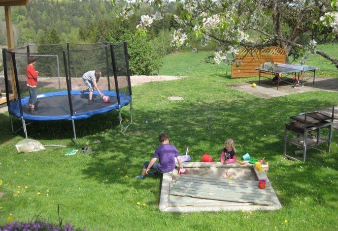 Kinderspielplatz beim Haus