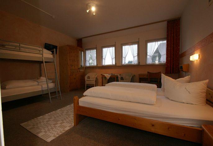 Hotel Schwarzwaldgasthof Zur Traube, (Titisee Neustadt- OT Waldau), LHS04565