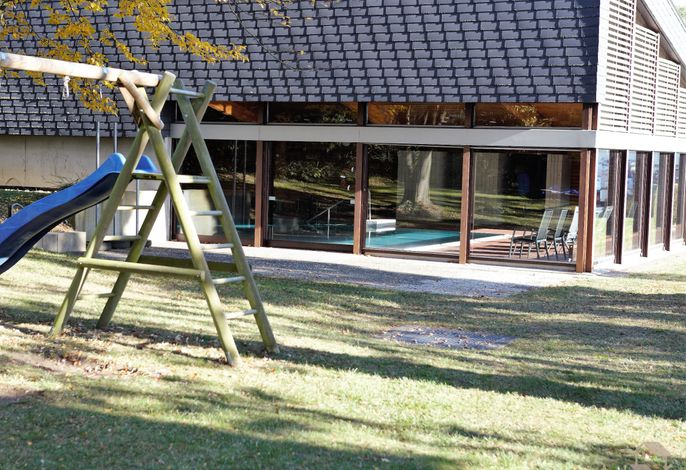 Königsegg mit Hallenschwimmbad Ines Koch