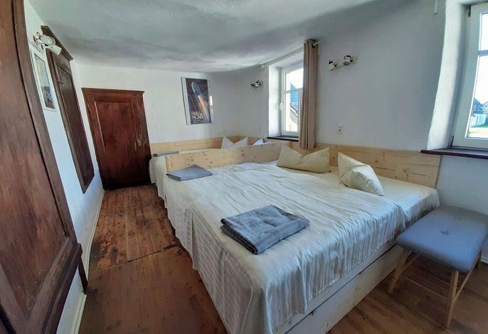 Schlafzimmer in der Ferienwohnung Remise im Eifel Ferienhaus Rodershausen