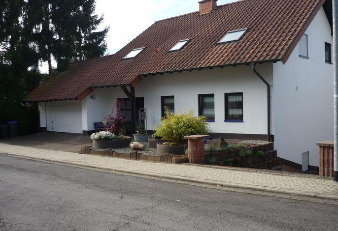 Wohnhaus Strassenseite