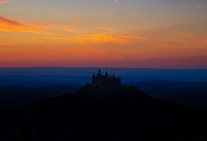 Abendstimmung mit Blick vom Zellerhorn auf die Burg Hohenzoller