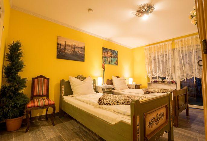 Schlaf- und Wohnzimmer mit Gartenzugang