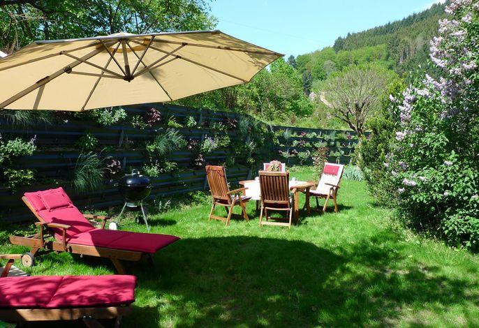 Garten mit Blick zum Wald - Schwarzwald-Traum