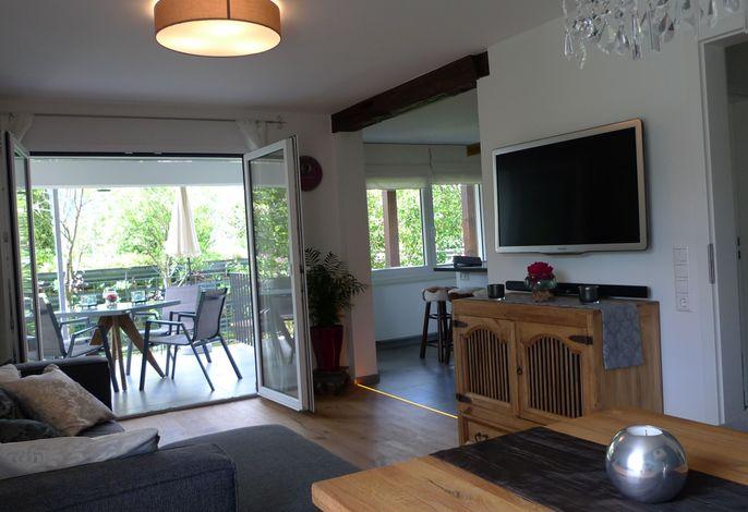 Wohnzimmer mit Blick zum Balkon - Schwarzwald-Traum