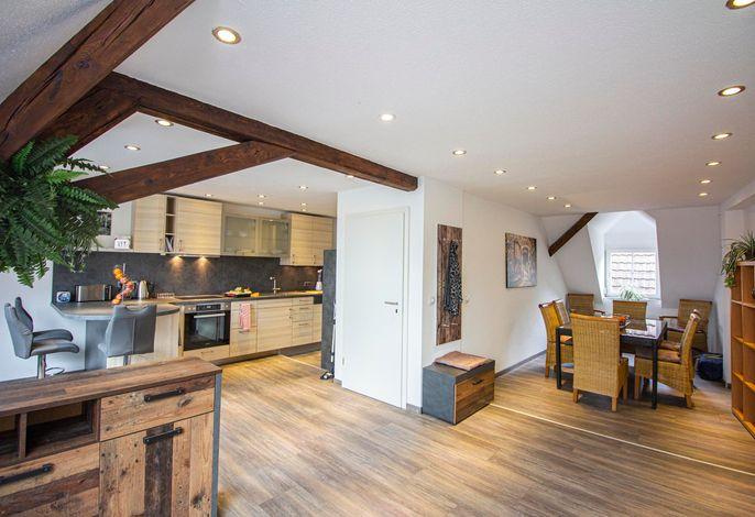Wohn- und Essbereich Küche und Esstisch für bis zu 8 Personen