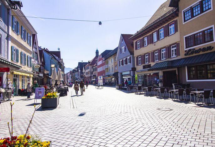Oberkircher Zentrum mit zahlreichen Bars, Cafés und Restaurants