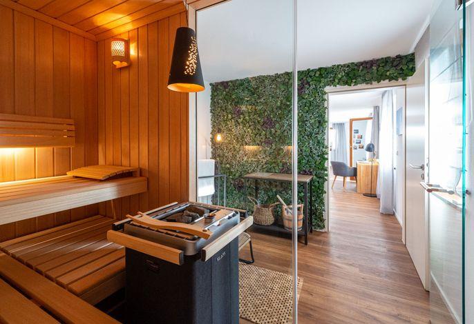Blick aus dem Saunabereich in den Wohnbereich