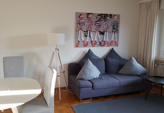 Wohnzimmer mit Sitz- und Schlafgelegenheit
