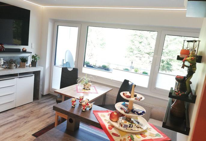 helle modernste Ferienwohnung mit sonnigem Balkon